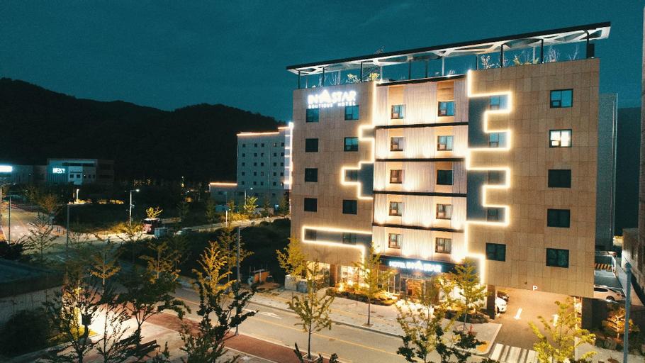 Instar Tourist Hotel, Dong