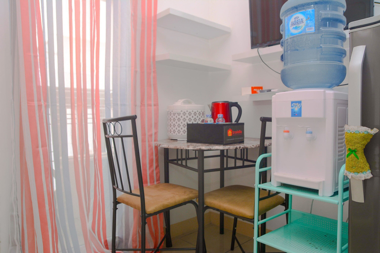 Green Bay Pluit Studio Apartment with 2 Single Beds By Travelio, North Jakarta
