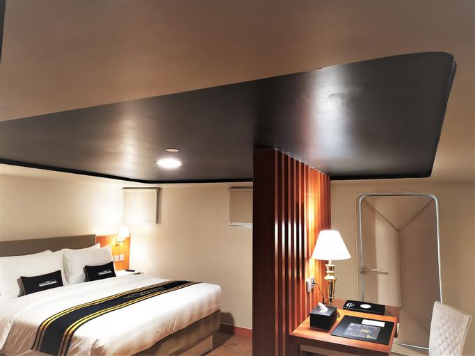 Doulos Phos The Ship Hotel, Bintan Regency