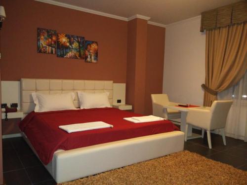 Hotel Mustang, Tiranës