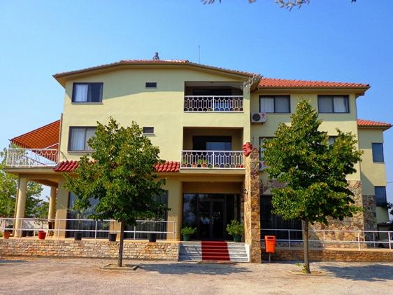 Viktoria, Tiranës