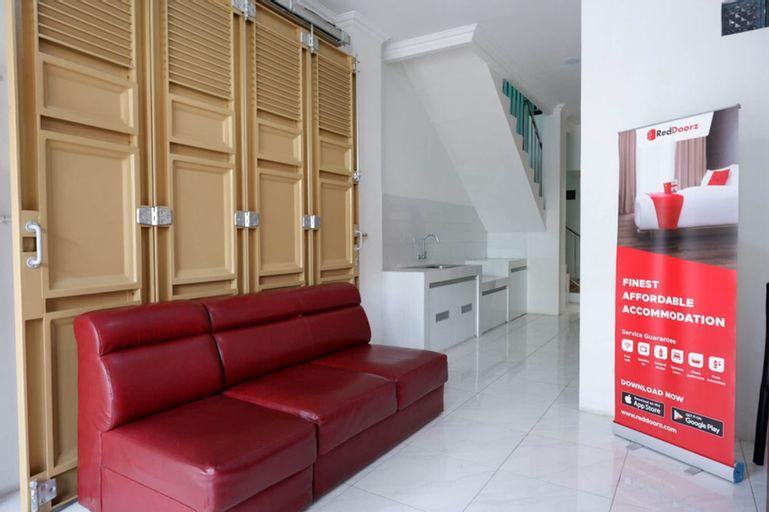 RedDoorz Hostel near Kota Lama Semarang, Semarang