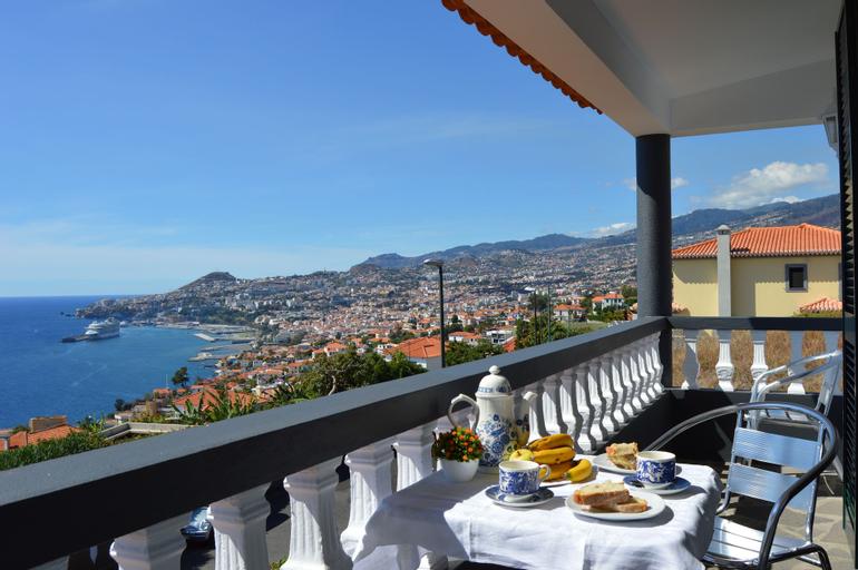 Top Floor With three Balconies, Funchal