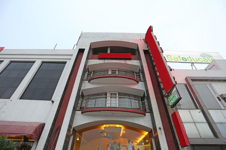 Capital O 443 Hotel Lohias, West