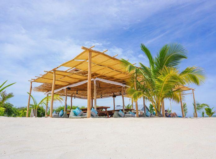 Le Pirate Island, West Manggarai