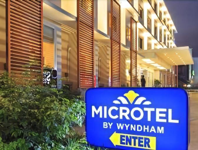 Microtel by Wyndham Acropolis, Quezon City