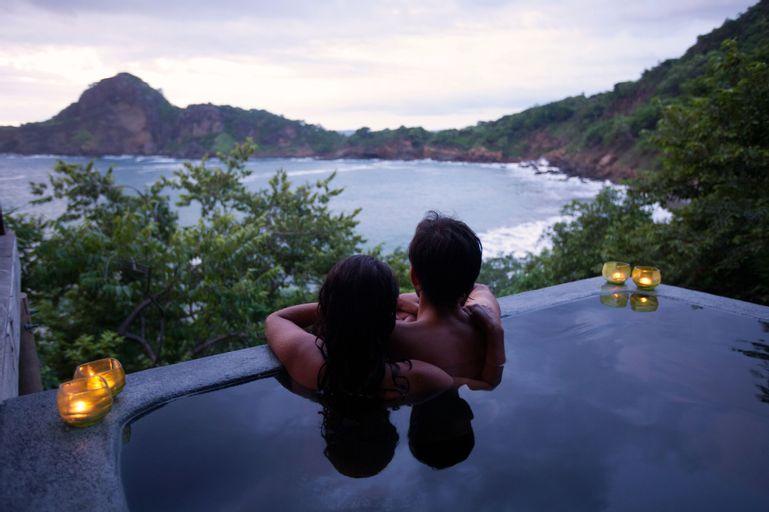 Aqua Wellness Resort, Tola