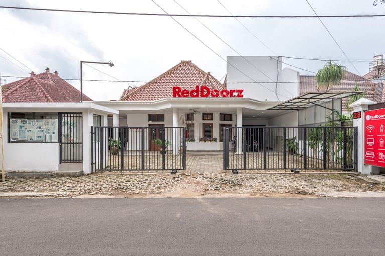 RedDoorz Syariah near Gajayana Stadium Malang, Malang