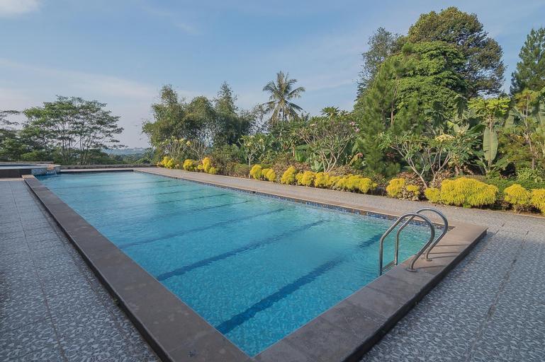 RedDoorz Premium @ Fafa Hills Resort Puncak, Bogor