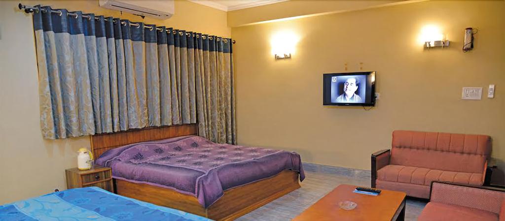 Hotel Yamini, Kangra