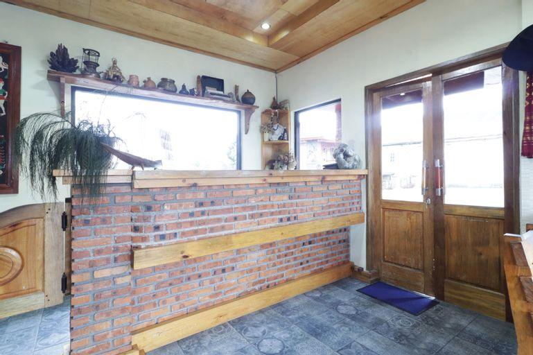 Alloyna Country Cottage, Karo