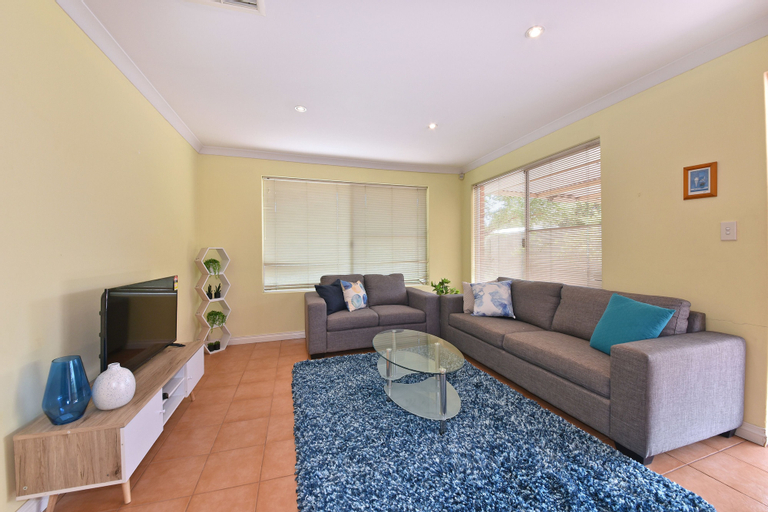Redcliff Home Close to City & Airport, Belmont