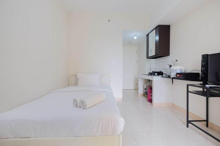 Stylish and Posh Studio Springlake Summarecon Bekasi Apartment By Travelio, Bekasi