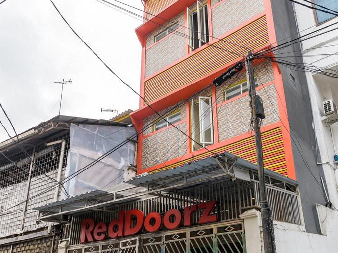 RedDoorz Hostel near LTC Glodok, Jakarta Barat