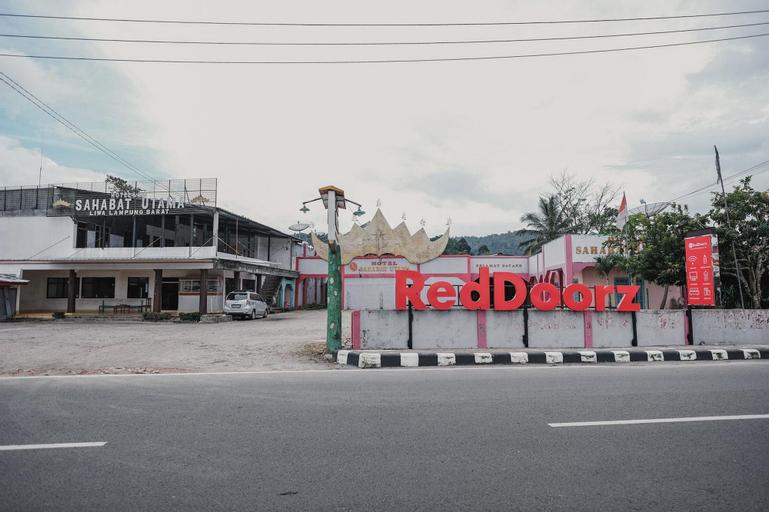 RedDoorz Syariah near Kebun Raya Liwa, West Lampung