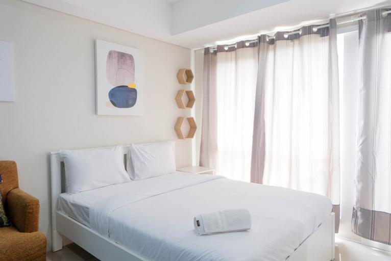Stylish and Convenient Studio Bintaro Plaza Apartment By Travelio, Tangerang Selatan