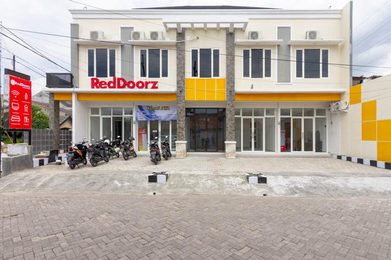 RedDoorz Syariah @ Kebraon, Surabaya
