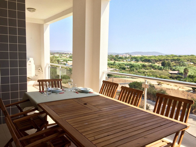 Apartment With 2 Bedrooms in Quarteira, With Pool Access, Furnished Ga, Loulé