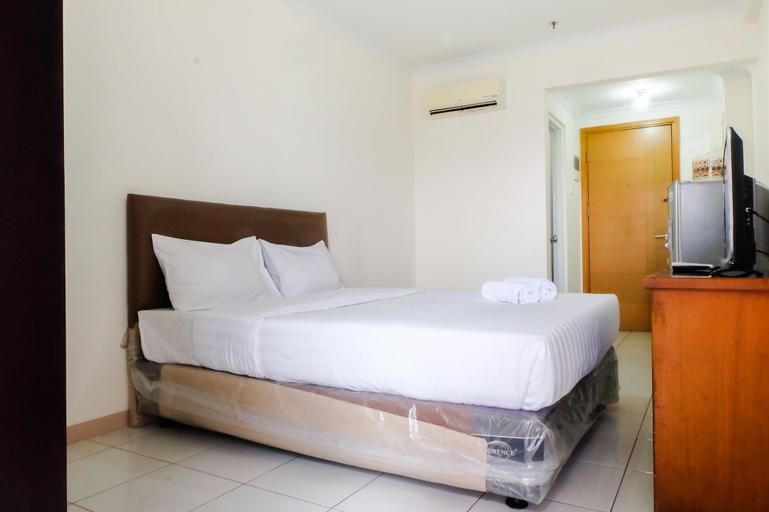 Comfort and Stylish Studio Signature Park Tebet Apartment By Travelio, South Jakarta