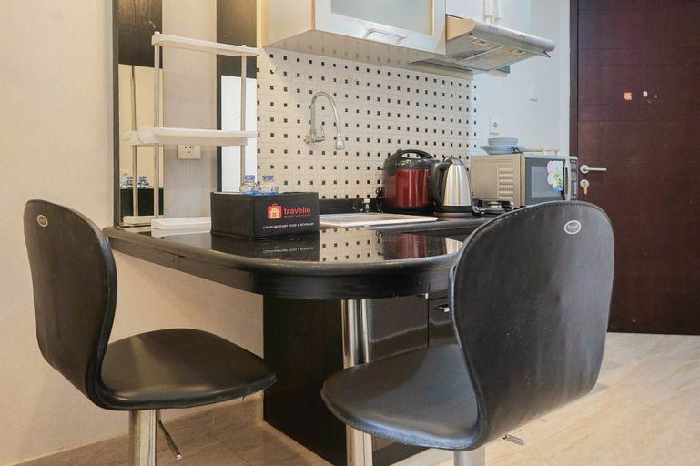 Convenient Studio Mangga Dua Apartment By Travelio, Central Jakarta