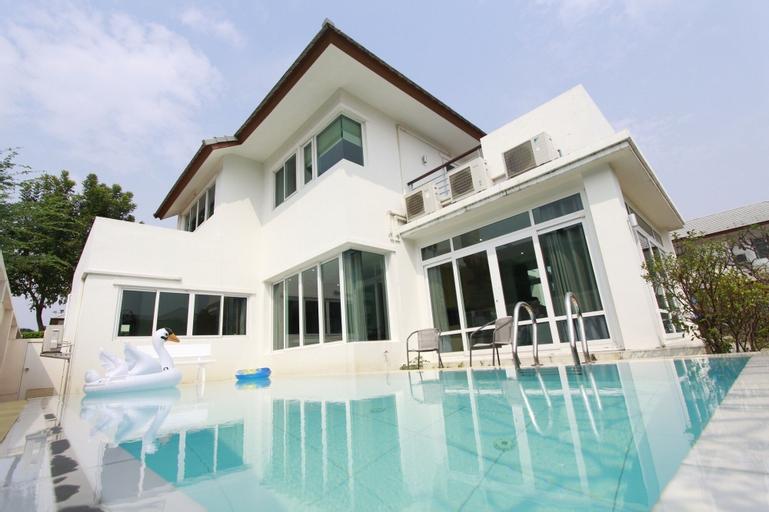 AnB Pool Villa 4BR Beachfront in Pattaya, Bang Lamung