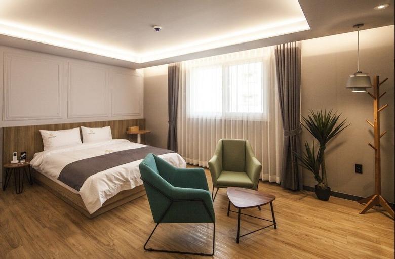 Hotel Crape, Dong