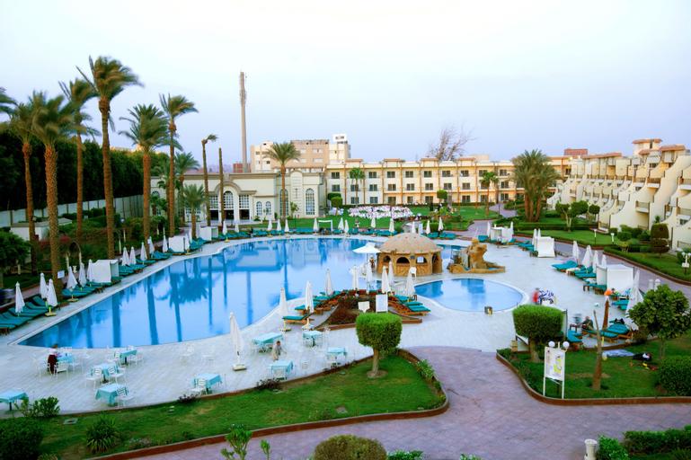 Cataract Pyramids Resort, Giza