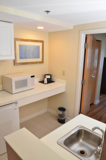 Atlantic Beach Hotel and Suites, Newport