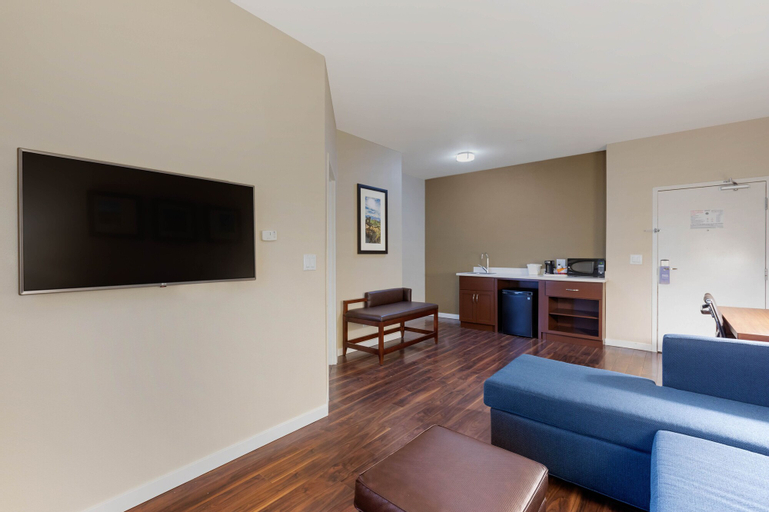 Comfort Inn & Suites near Ontario Airport, San Bernardino
