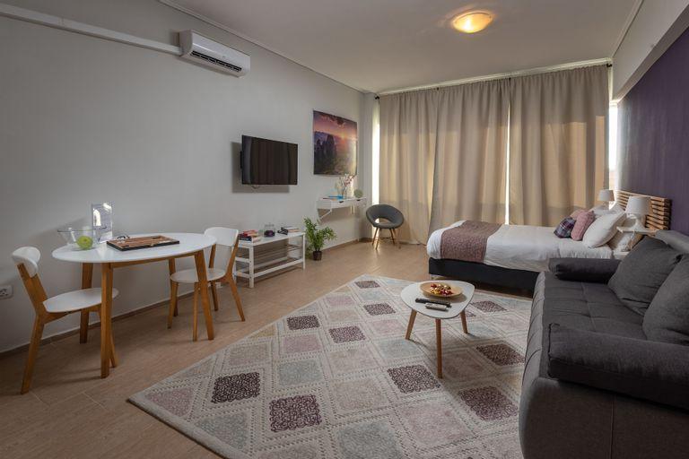 Connect Suites, Attica
