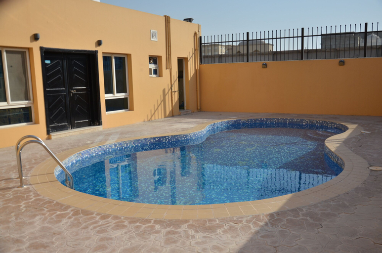 Luxury & spacious villa - Al Kharathiyat,