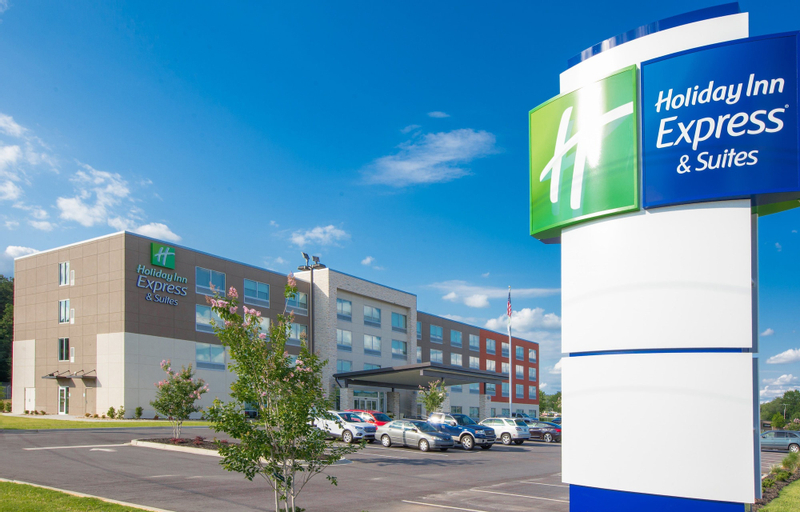 Holiday Inn Express & Suites Greenwood North (Pet-friendly), Greenwood