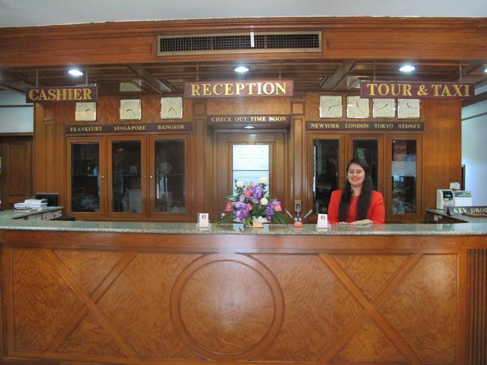The Promenade Hotel, Khlong Toey