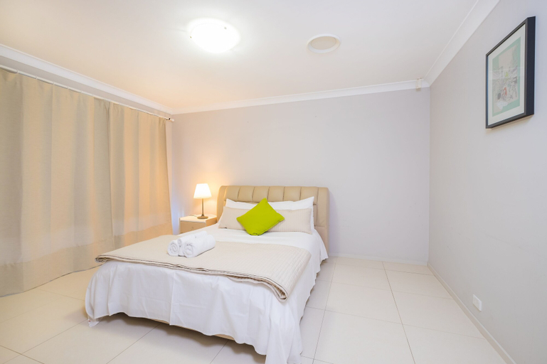 Getaway Holiday House Bankstown, Bankstown - North-East
