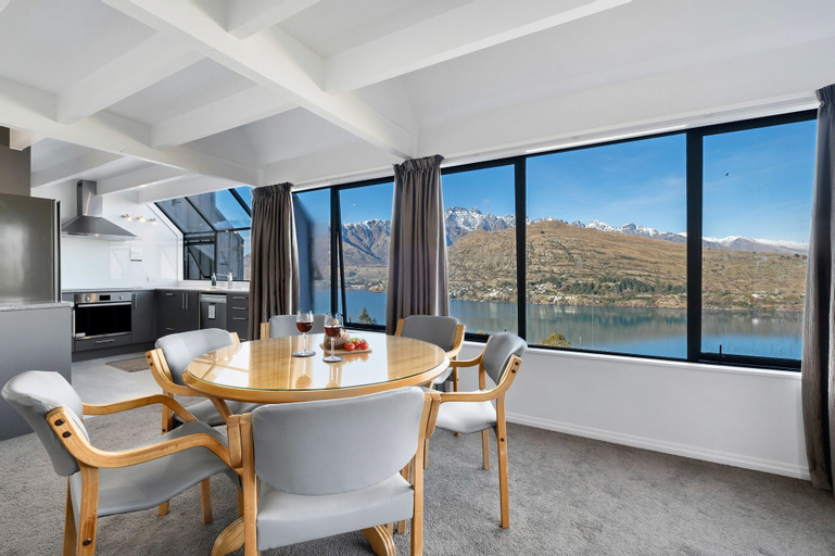Woodlands Close Retreat, Queenstown-Lakes