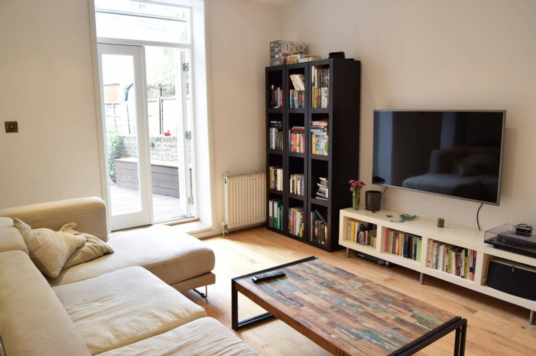2 Bedroom Home in Dalston, London