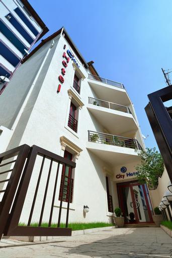 City Hotel Tirana, Tiranës