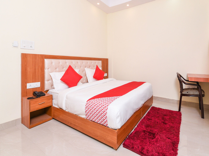 OYO 13864 The Royal Stay, Gautam Buddha Nagar