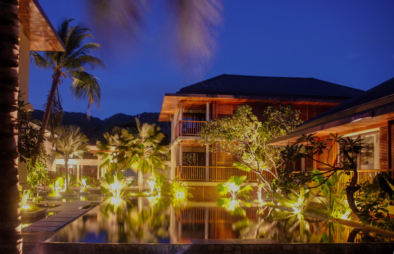 Dhevatara Beach Hotel,