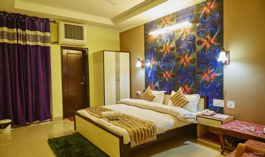 Roomers House, Gautam Buddha Nagar