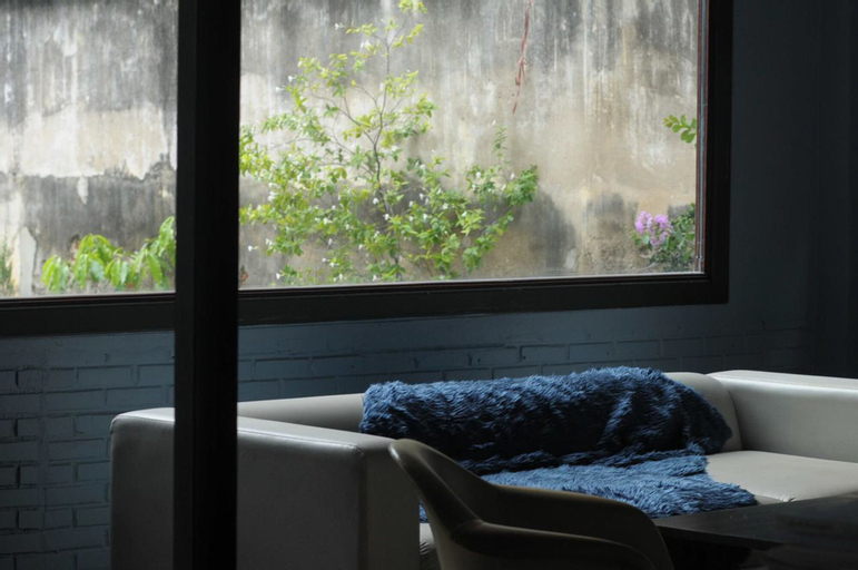 Raining Outside, Phasi Charoen