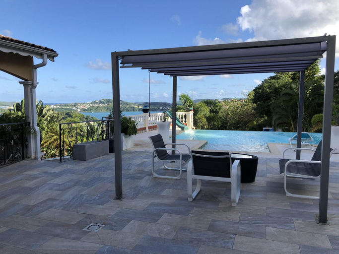 House With 2 Bedrooms in La Trinité, With Wonderful sea View, Private, La Trinité