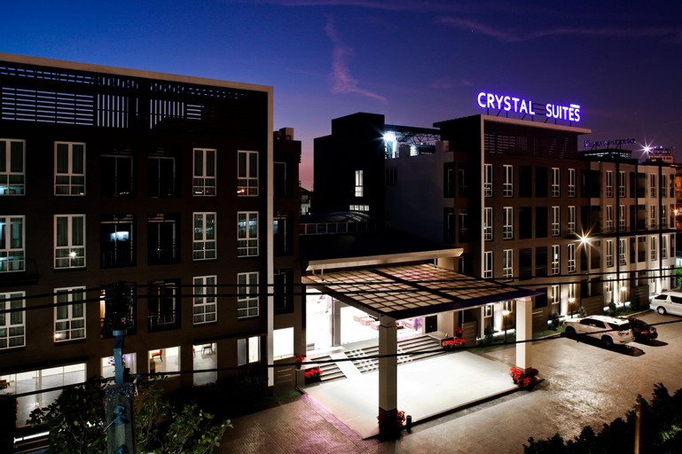 Crystal Suites Suvarnabhumi Airport, Bang Plee