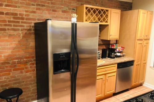 Federal Hill Gem ~ Walking distance to downtown, Providence