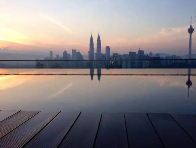 Cozy 1BR With Gorgeous Infinity Pool Views, Kuala Lumpur