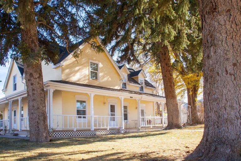 Lizzie's Heritage Inn, Iron
