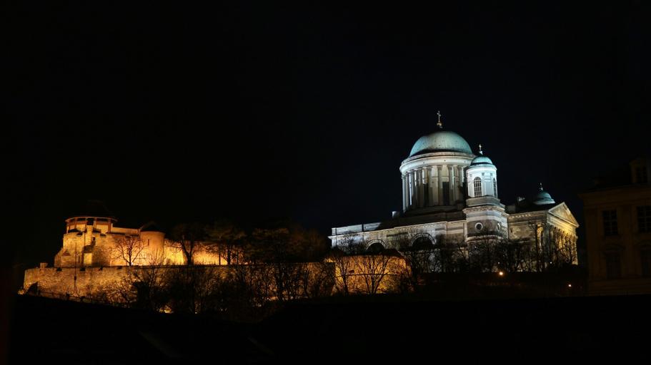 Bazilika alatt Panzió, Esztergom
