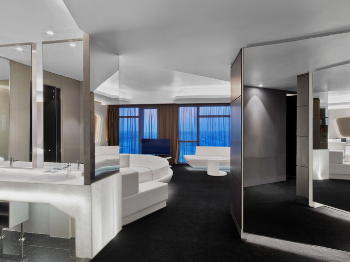 V Hotel Dubai, Curio Collection by Hilton,
