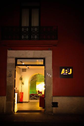 Hotel Abu, Del Centro
