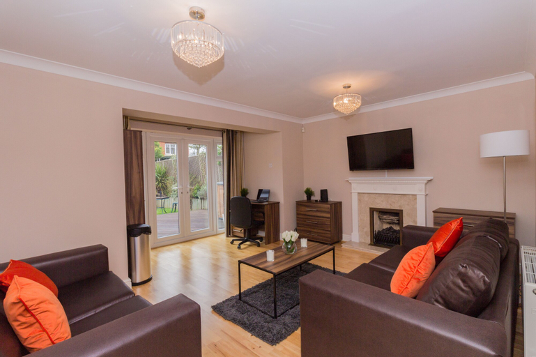 Luxury 5 Bed house in Windsor, Windsor and Maidenhead